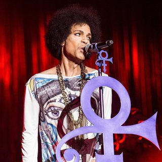 Prince - Prince Performs Live on The First Night of His UK Arena Tour Hit and Run Part II