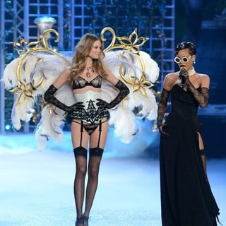 Behati Prinsloo, Rihanna in The 2012 Victoria's Secret Fashion Show - Inside