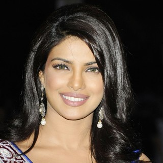 Priyanka Chopra in International India Film Academy - IIFA 2011 Toronto Awards Gala - Arrivals - priyanka-chopra-iifa-2011-toronto-awards-gala-01