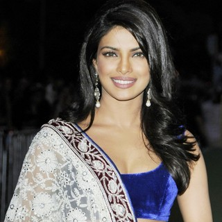 Priyanka Chopra in International India Film Academy - IIFA 2011 Toronto Awards Gala - Arrivals - priyanka-chopra-iifa-2011-toronto-awards-gala-02