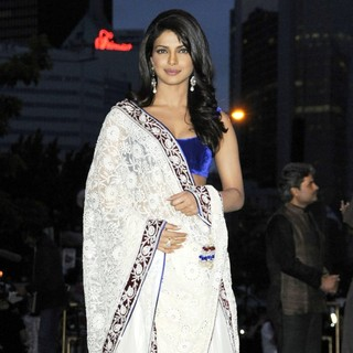 Priyanka Chopra in International India Film Academy - IIFA 2011 Toronto Awards Gala - Arrivals - priyanka-chopra-iifa-2011-toronto-awards-gala-03