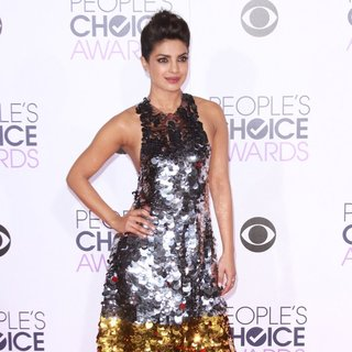 Priyanka Chopra in People's Choice Awards 2016 - Arrivals