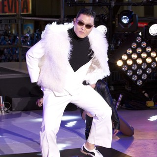 PSY in New Year's Eve 2013 in Times Square