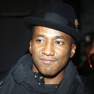 Q-Tip in Backstage at The Hennessy Artistry 2009 Halo Event