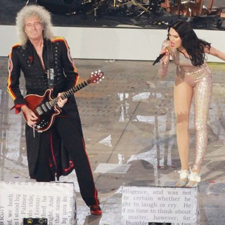 Brian May, Queen, Jessie J in London 2012 Olympic Games - Closing Ceremony