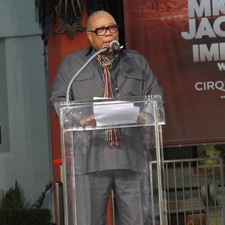 Quincy Jones in Michael Jackson's Family and Children Immortalized Their Late Father in Cement