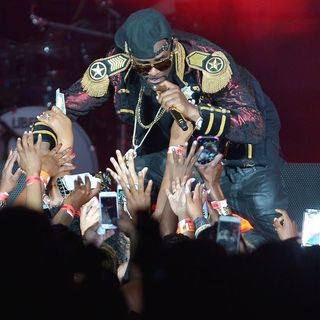 R. Kelly Performs Live in Concert During His The Buffet Tour