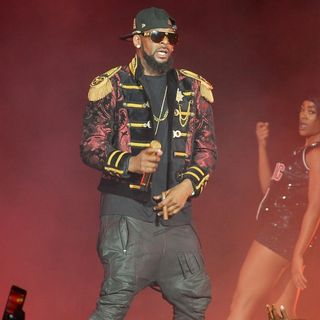 R. Kelly - R. Kelly Performs Live in Concert During His The Buffet Tour