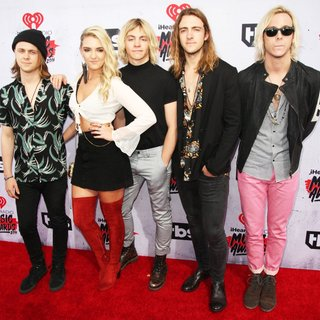 R5 in iHeartRadio Music Awards 2016 - Arrivals