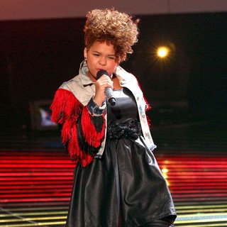 Rachel Crow in The X Factor USA Top 10 Live Performance Show