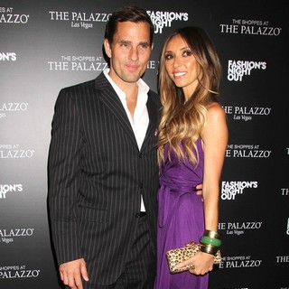 Bill Rancic, Giuliana Rancic in Fashion's Night Out - The Shoppes