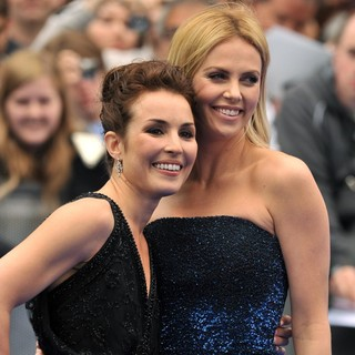 Noomi Rapace, Charlize Theron in Prometheus UK Film Premiere - Arrivals