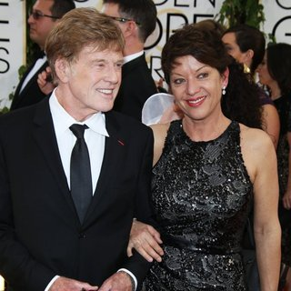 Robert Redford, Sibylle Szaggars in 71st Annual Golden Globe Awards - Arrivals