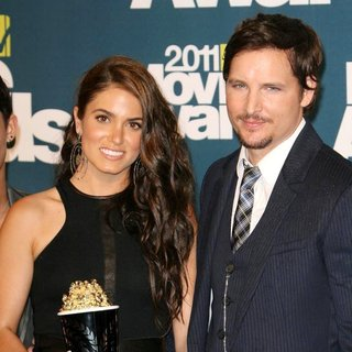 Nikki Reed, Peter Facinelli in 2011 MTV Movie Awards - Press Room