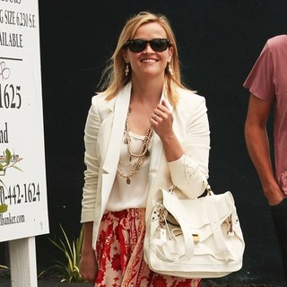 Reese Witherspoon in Reese Witherspoon Goes for Lunch in Malibu