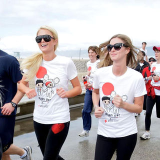 Paris Hilton, Nicky Hilton in Celebrities Participate in 'Relief Run' Along Santa Monica Beach