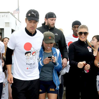 Josh Duhamel, Stacy Ferguson in Celebrities Participate in 'Relief Run' Along Santa Monica Beach