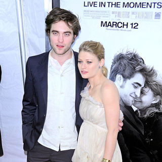 Robert Pattinson, Emilie de Ravin in New York Premiere of 'Remember Me'