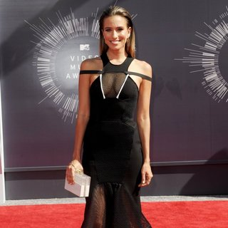 Renee Bargh in 2014 MTV Video Music Awards - Arrivals