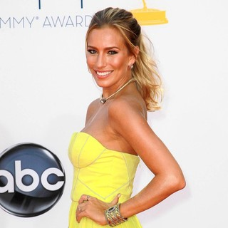 Renee Bargh in 64th Annual Primetime Emmy Awards - Arrivals