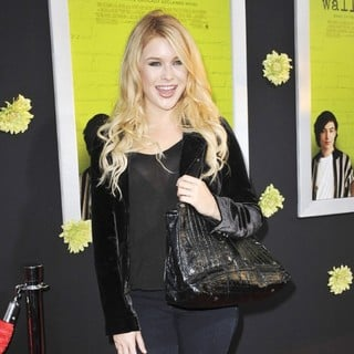 Renee Olstead in The Los Angeles Premiere of The Perks of Being a Wallflower - Arrivals