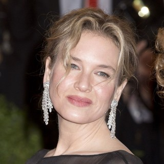 Renee Zellweger in Schiaparelli and Prada Impossible Conversations Costume Institute Gala