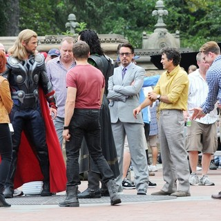 Jeremy Renner, Chris Hemsworth, Scarlett Johansson, Tom Hiddleston, Robert Downey Jr., Mark Ruffalo, Chris Evans in Actors on The Set of The Avengers Shooting on Location in Manhattan