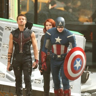 Jeremy Renner, Scarlett Johansson, Chris Evans in On The Film Set of The Avengers
