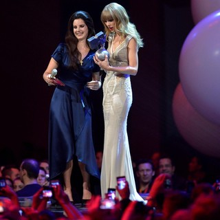 Lana Del Rey, Taylor Swift in The MTV EMA's 2012 - Show