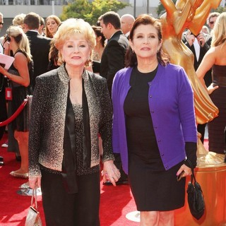 Debbie Reynolds, Carrie Fisher in 2011 Primetime Creative Arts Emmy Awards - Arrivals