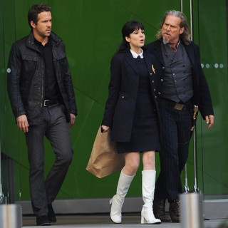 Ryan Reynolds, Mary-Louise Parker, Jeff Bridges in Filming Scenes for The Movie R.I.P.D.