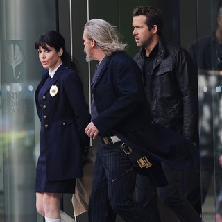 Mary-Louise Parker, Jeff Bridges, Ryan Reynolds in Filming Scenes for The Movie R.I.P.D.