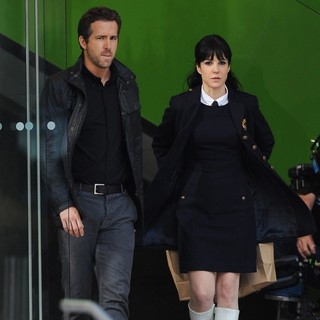 Ryan Reynolds, Mary-Louise Parker in Filming Scenes for The Movie R.I.P.D.
