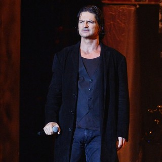 Ricardo Arjona in Ricardo Arjona Performs in Concert as Part of The Metamorphosis World Tour 2013