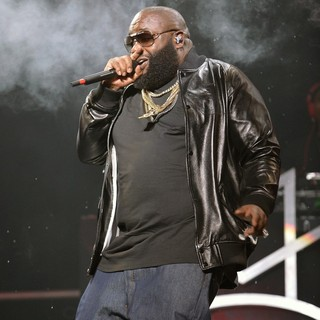 Rick Ross Performs During Maybach Music Group Tour - rick-ross-performs-mmg-tour-01