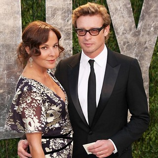 Rebecca Rigg, Simon Baker in 2012 Vanity Fair Oscar Party - Arrivals