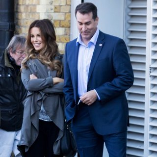 Kate Beckinsale, Rob Riggle in Film Scenes for Absolutely Anything