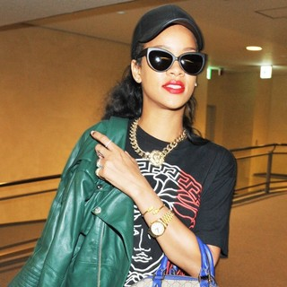 Rihanna in Rihanna Arrives at Narita International Airport