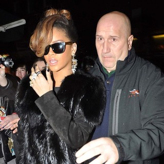 Rihanna in Rihanna Arrives at O'Donoghue's Pub on Merrion Row to Host A Thanksgiving Dinner
