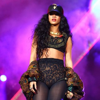 Rihanna in Barclaycard Wireless Festival 2012 - Day 3