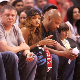 Rihanna - Celebrities Watch The Los Angeles Lakers vs The Los Angeles Clippers