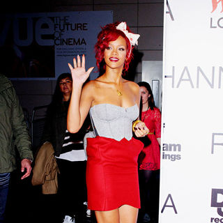 Rihanna - Rihanna Arrives The Westfield Shopping Centre to Switch on The Christmas Light