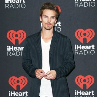 Riley Smith-2016 iHeartRadio Music Festival - Arrivals