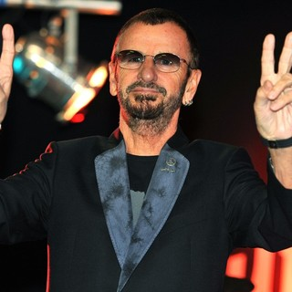 Ringo Starr in Ringo Starr Unveils His Uniquely Designed Replica Knotted Gun - Photocall