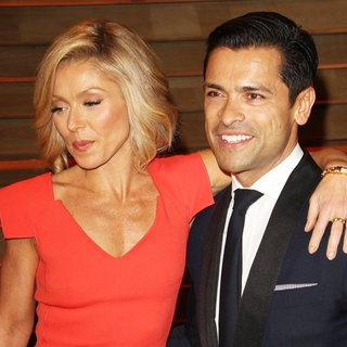 Kelly Ripa, Mark Consuelos in 2014 Vanity Fair Oscar Party