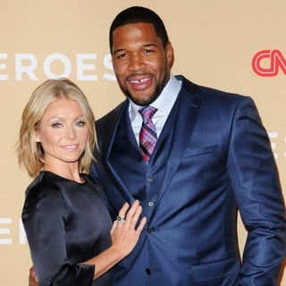 Kelly Ripa, Michael Strahan in 2013 CNN Heroes: An All Star Tribute - Red Carpet Arrivals