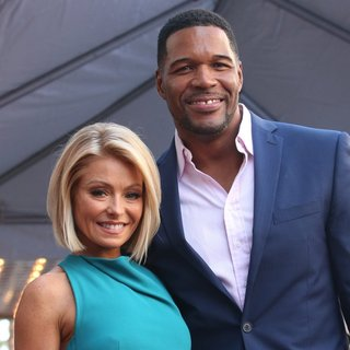 Kelly Ripa, Michael Strahan in Kelly Ripa Honored with Star on The Hollywood Walk of Fame