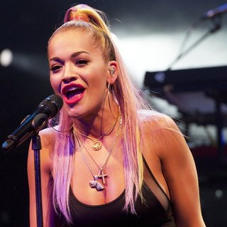 Rita Ora - Rita Ora Performing Live on Stage
