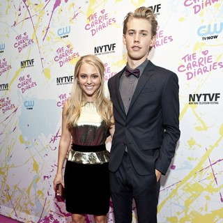 AnnaSophia Robb, Austin Butler in The Carrie Diaries Premiere