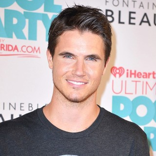 Robbie Amell - iHeartRadio Ultimate Pool Party - Arrivals